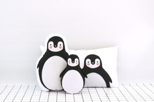 peluche y pillow de pingüino